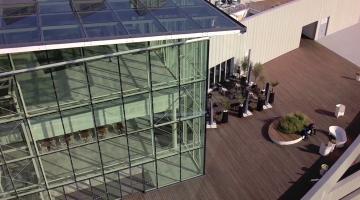 Le centre commercial Quartz de Villeneuve la Garenne avec un drone